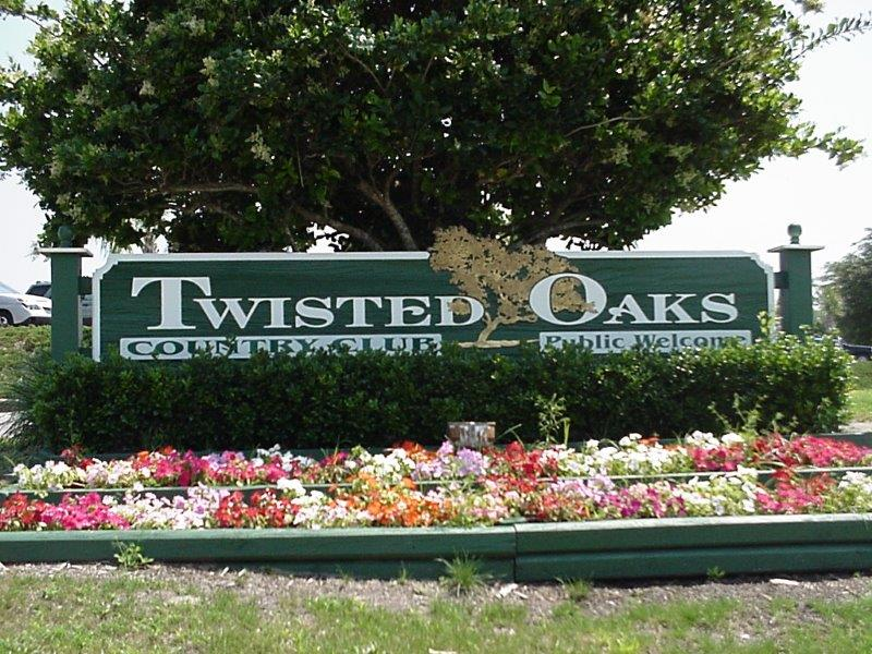 Twisted Oaks Country Club